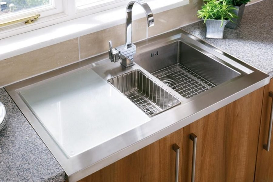 Four Signs That Show You Need A New Kitchen Sink